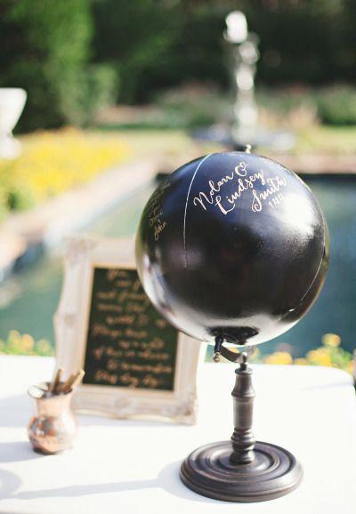 Use um globo como livro de assinatura. Perfeito para convidados estrangeiros assinarem em seu local de origem ou para você que adora viajar!