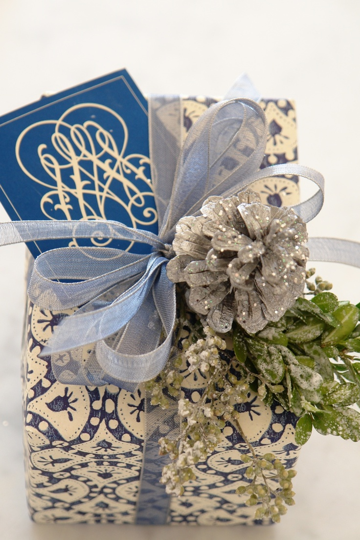 bridal shower poem for not wrapping gifts%0A It u    s a Wrap  u     Blue and White Carolyne Roehm