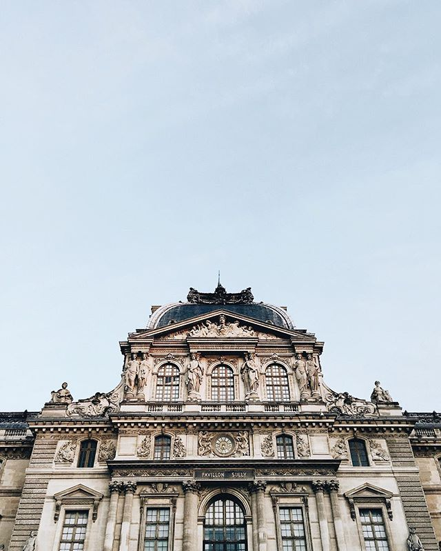 ☀️ #paris #celinemarks #louvre