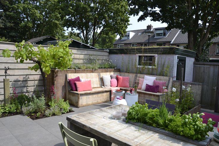 Tuinen | Gardens ★ Ontwerp | Design Mariette van Leeuwen  Voor deze uitzending (Amerongen) zijn onze GeoSenza Travertino Sfere tegels in de afmeting 60x60x6 cm gebruikt.