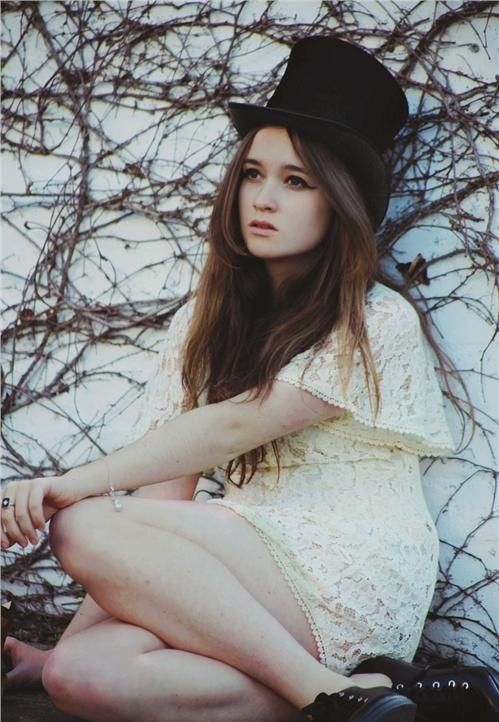 Alice Englert- lena duchannes in beautiful creatures