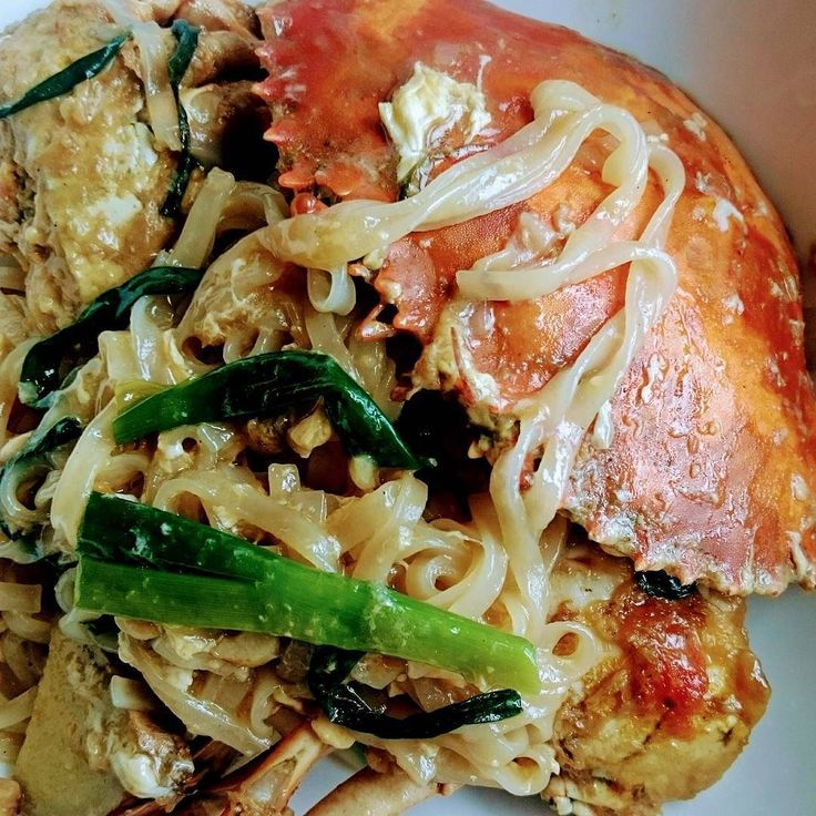 Mud Crab with Ginger and Shallot Sauce and Noodles - from today's Daily Live broadcast. Replay at http://ift.tt/2eznDzR  #crab #asianfood #malaysianfood