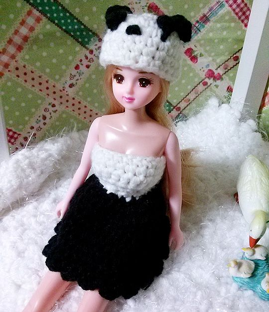 The clothes and hats made ​​a panda motif. Korean Jenny doll to fit the size 3