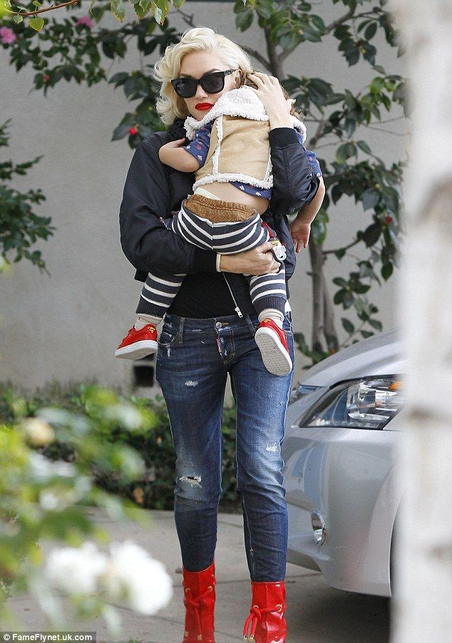 Gwen Stefani takes her boys Kingston, Zuma and Apollo to her parents' house for Thanksgiving (November 26, 2015)