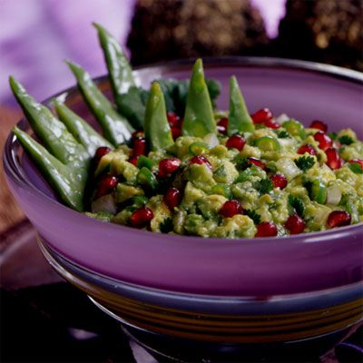 Pomegranate Guacamole, adds a nice crunch, flavor and texture.Kosher Food, Pomegranates Guacamole Hmmmm, Guacamole Roshhashana, Guacamole Recipe, Jewish Soul, Add Onions, Guacamole Perfect, Food Fun, Joyofkosher Com