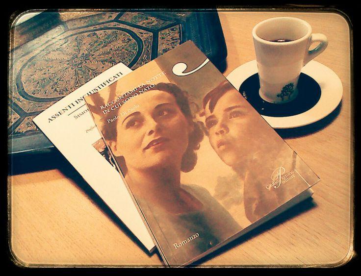 Composizione - Libri, vassoio, tazzina di caffè