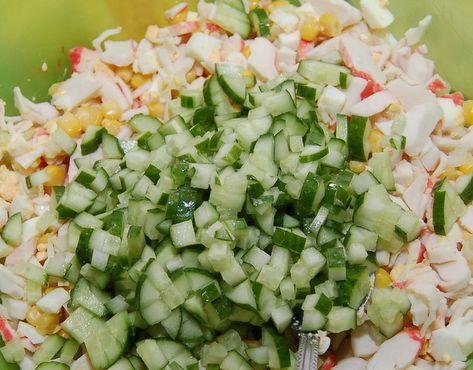 Салат крабовый с огурцом и рисом