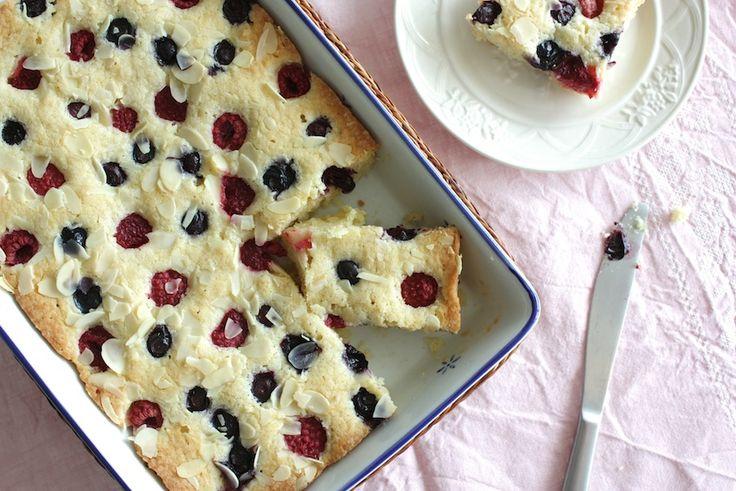 Met dank aan Rudolph heb ik dit heerlijke recept van plaatcake met bosbessen en frambozen voor jullie. Klein kunstje om te maken met groots effect!
