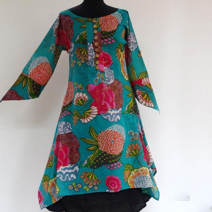 Longue tunique femme en coton vert  imprimé exotic multicolore,  col rond et boutons