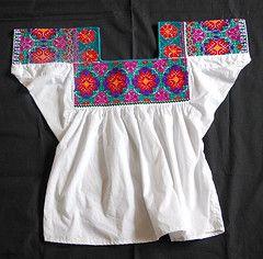 Nahua Blouse Mexico (Teyacapan) Tags: mexico clothing embroidery hidalgo bordados blouses mexicanas huasteca nahuatl blusas nahua huitzitzilingo