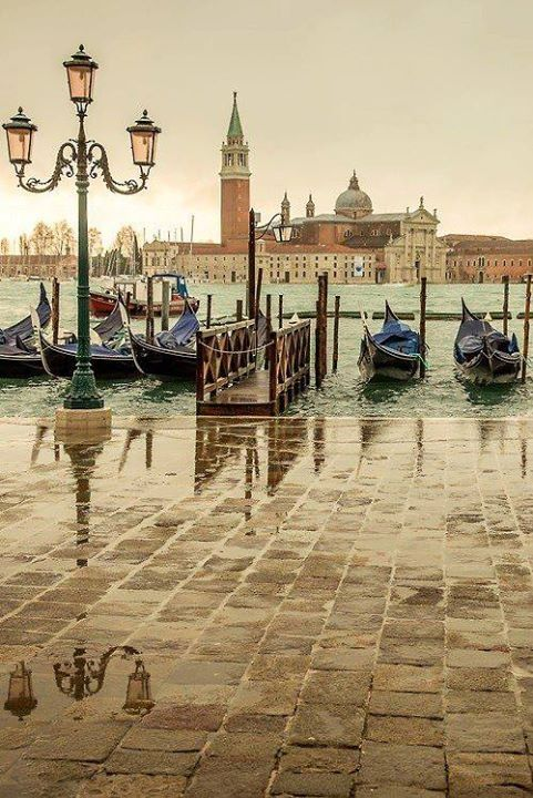 Oh my heart!   A rainy day in #Venice ! Isn't it amazing? Read more about the weather in Venice here: http://www.gowithoh.com/guide-venice/weather-in-venice/?sm&utm_source=pinterest&utm_medium=socialmedia&utm_campaign=info #GowithOh