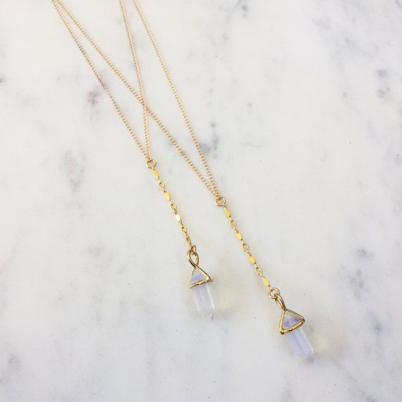 Ein schöne Opalith-Anhänger hängt von einem 14k gold gefüllt oder Sterling Silber-Lasso-Design-Halskette. Halskette ist 16 mit einem 1-Anhänger. Ihr Kauf kommt ordentlich verpackt in einem Gypset Marken Leinenbeutel bereit, als Geschenk oder für sich selbst Xx gehalten