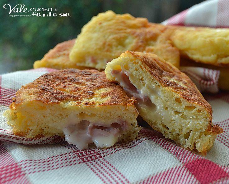 Panzerotti di patate con prosciutto e formaggio, sofficissimi golosi e sfiziosi, ripieni di prosciutto e formaggio sono una vera bontà!