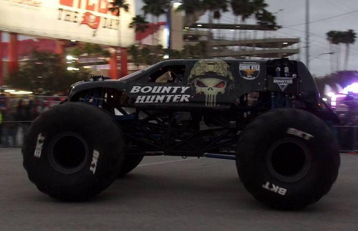 Jimmy cruising to the pits with the new Bounty Hunter in Raymond James Stadium Pit Party less then 20 mins ago! Pic from me. #monsterjam #nascar #f1 #drifting #racing #mechanic #art #legend #wraps #paint #schemes #Indianapolis #gravedigger #cars #trucks #mechanic #indi #wheelie #stunts #backflip #avengence #yeahhhhhhh #trucks #newyear