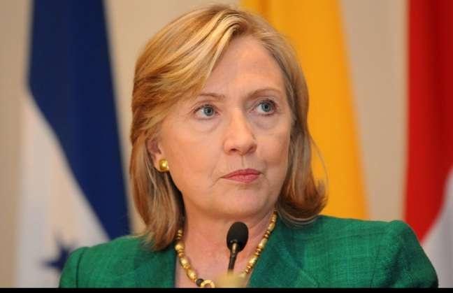 La secretaria de Estado de EE.UU., Hillary Clinton, alabó hoy la declaración del Consejo de Seguridad de la ONU, que respalda el plan de mediación de Kofi Annan en Siria, y advirtió al régimen de Bachar Al Asad que si no lo cumple, las presiones sobre su Gobierno crecerán. Ver más en: http://www.elpopular.com.ec/47799-clinton-advierte-a-al-asad-de-mayores-presiones-si-no-cumple-plan-de-annan.html?preview=true