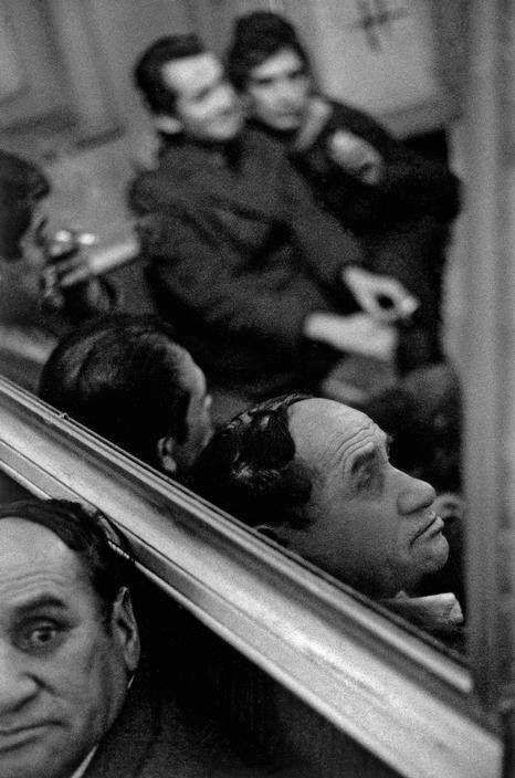 Sergio Larrain. Bar Los siete Espejos. Chile, Valparaiso. 1963.