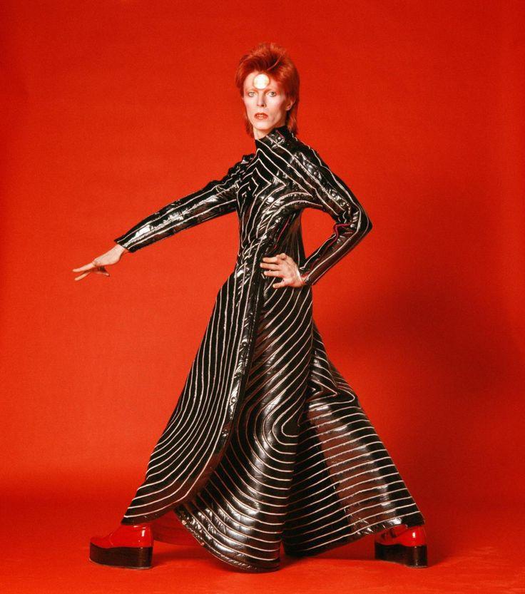 Na fotografia, o talento de Bowie era anterior à própria imagem. Há três nomes que se destacam entre todos os fotógrafos com quem trabalhou: Mick Rock, Brian Duffy e Masayoshi Sukita.