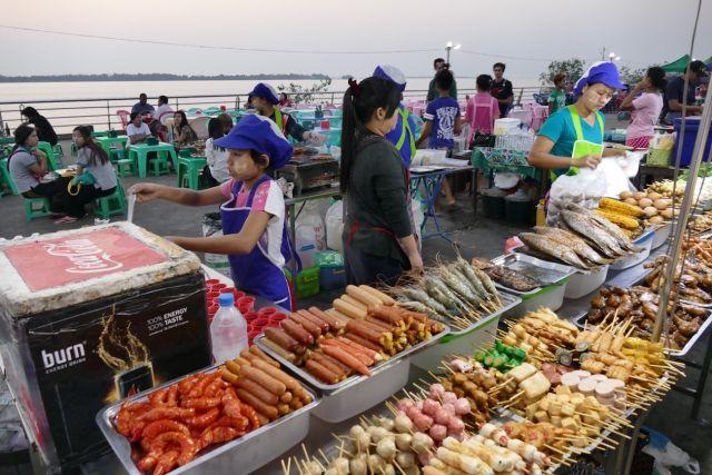 Mawlamyine, Nachtmarkt an der Dawei Jetty