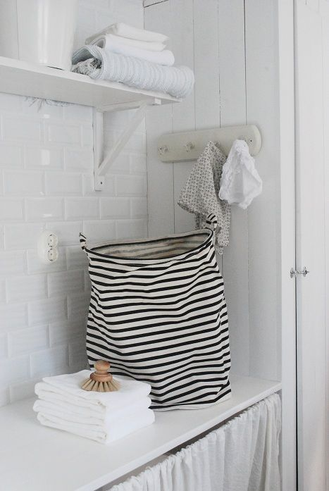 Julia's White Dreams : Nordic-country-style laundry
