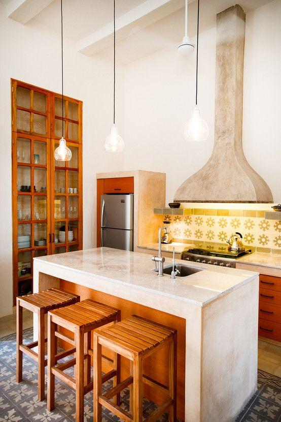Cozinha eclética e pequena com banquetas charmosas para a ilha de concreto. https://www.homify.com.br/livros_de_ideias/37407/10-estilosas-banquetas-para-sua-cozinha