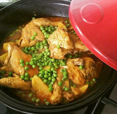 Ellouisa: Kiptajine met aardappels en doperwten