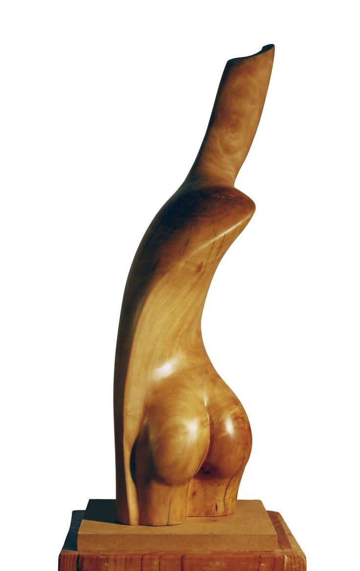 Las esculturas de Antonio Reblet están talladas a menudo de una sola pieza. Exaltan la belleza natural de las maderas mediterráneas.  Reblet deja que el material se exprese logrando armonizar esa dinámica interna con la idea que toma cuerpo en forma de alegoría o metáfora (...)