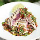Jamie Oliver: gegrilde tonijn met salsa van tomaten en koriander