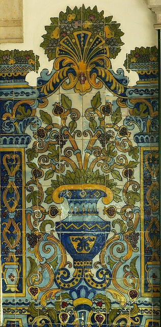 azulejo in Lisbon...i loved azulejjo especial in the jardin zoologica!