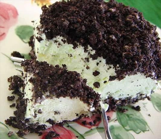 Oreo-Pistachio Dessert...  maybe I should make it for J for Thanksgiving?  ;)