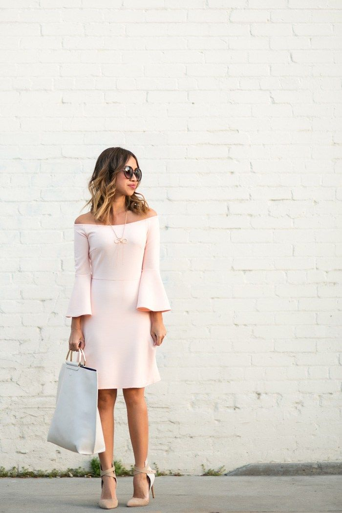 Kim Le is looking super elegant in this blush pink bell sleeve dress, paired with neutral heels and simplistic jewellery to compliment the style. This look is perfect for a more formal occasion, like a wedding or party! Dress: Urban Outfitters, Shoes: Old Joe's.