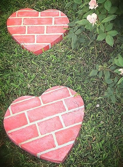 Fun homemade stepping stones gardens the secret for Diy garden stepping stones
