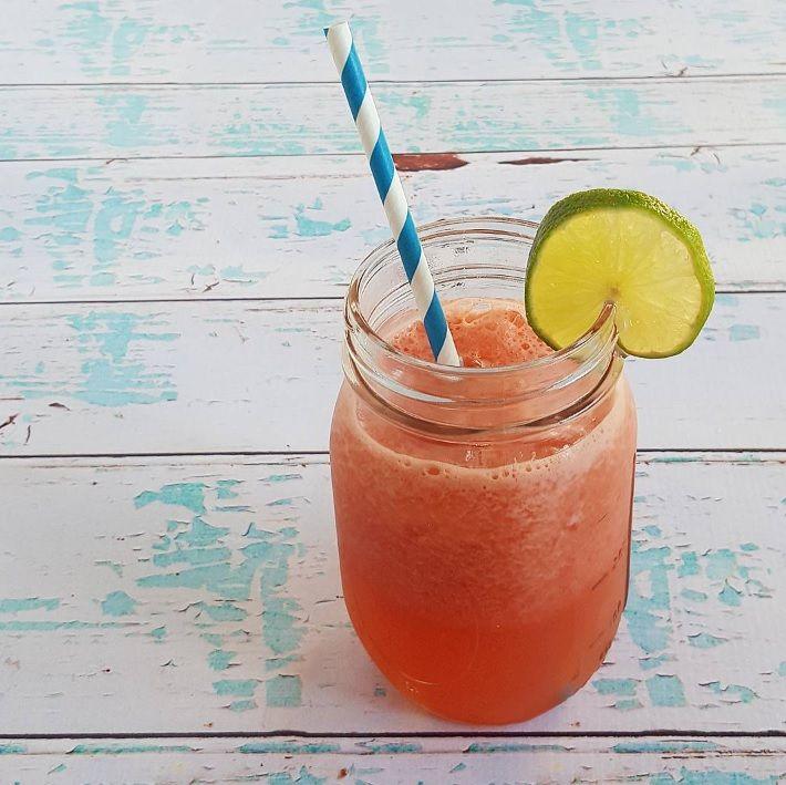 Heerlijk in de zomer, dit drankje van kokoswater, watermeloen en limoen!