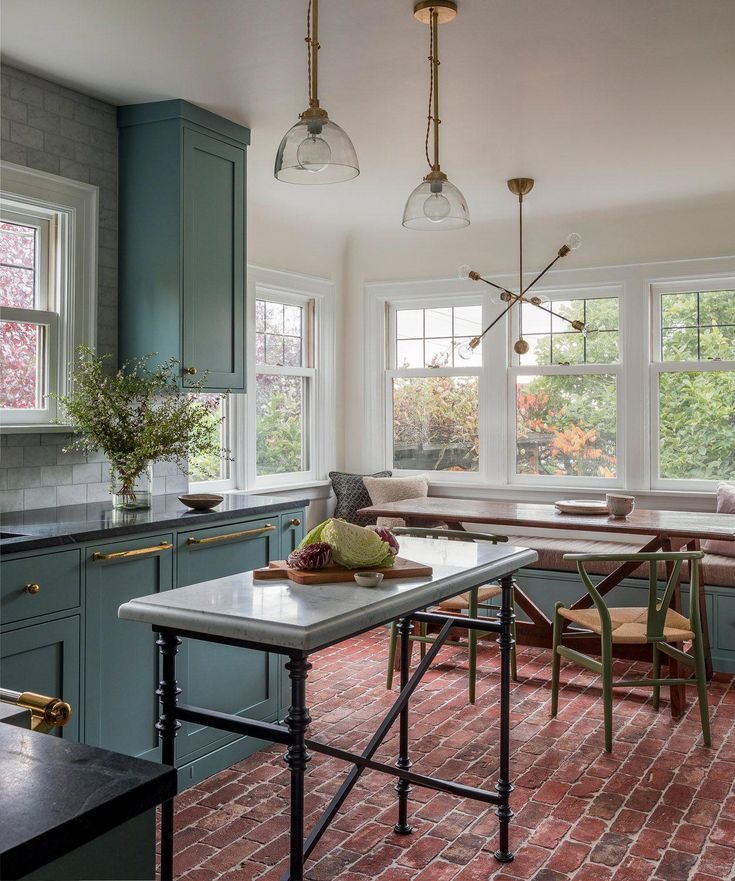 Traditional Style Kitchen Design With A Modern Twist: A Traditional Victorian Home In Seattle With Modern