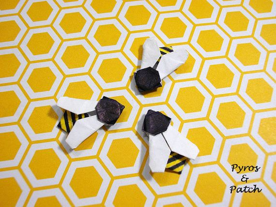 Set of 12 bees paper origami for decorate greetings di PyrosePatch