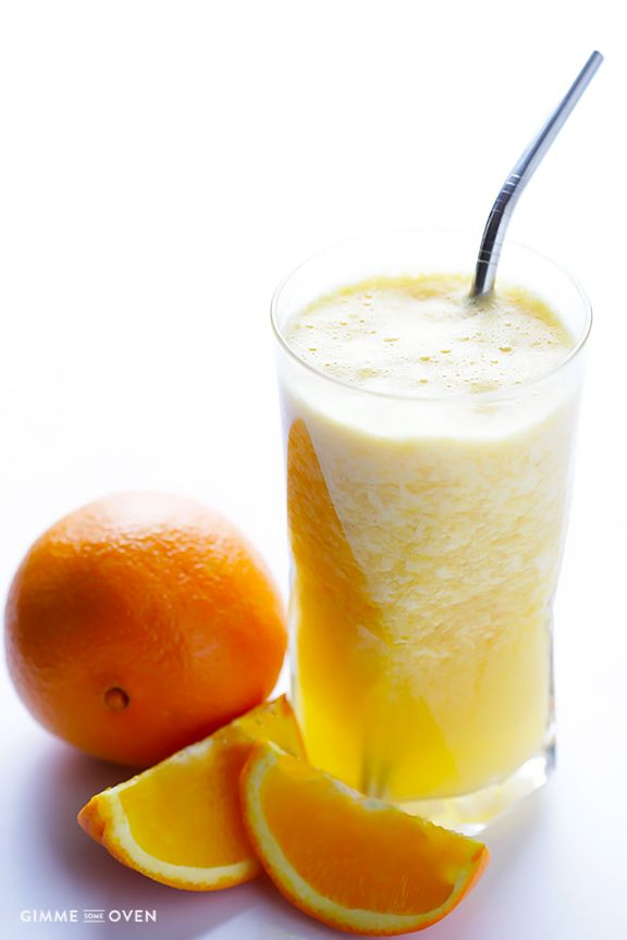 Copycat Orange Julius Recipe -- a quick, easy, and delicious fresh orange smoothie | gimmesomeoven.com @gimmesomeoven