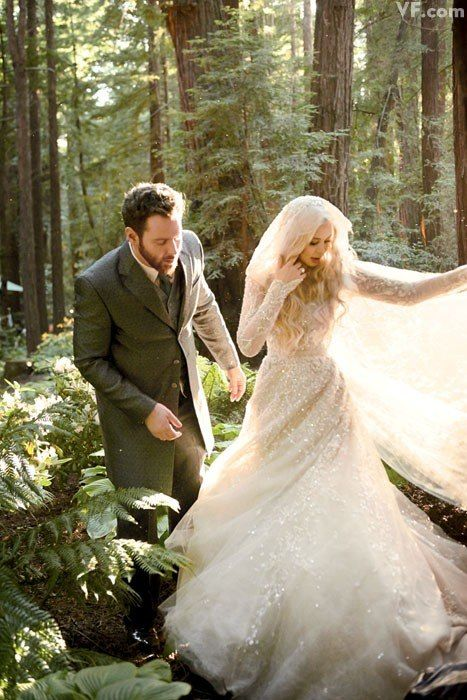 {Alexandra Lenas marries Facebook President Sean Parker.}  Let's talk about THAT. DRESS.