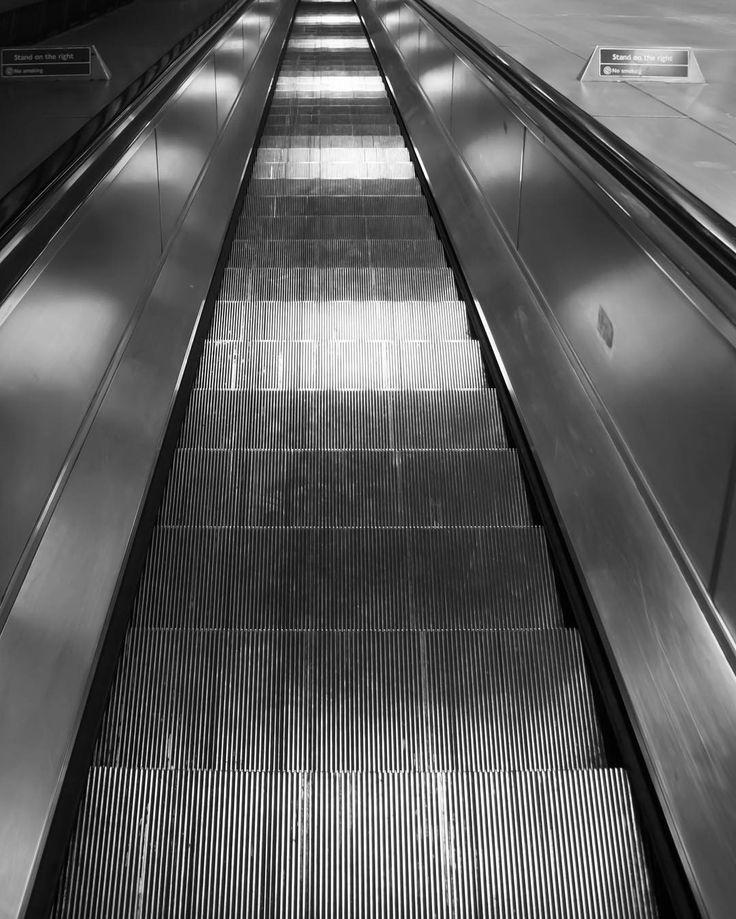 "Gefällt 13 Mal, 3 Kommentare - flomaster (@flomasterowski) auf Instagram: ""#london #stairs #instagram #photooftheday #instalike #blackandwhitephotography"""