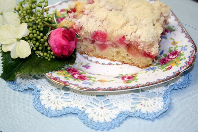 Mennonite Girls Can Cook: Platz .. coffee cake with fruit and crumbs