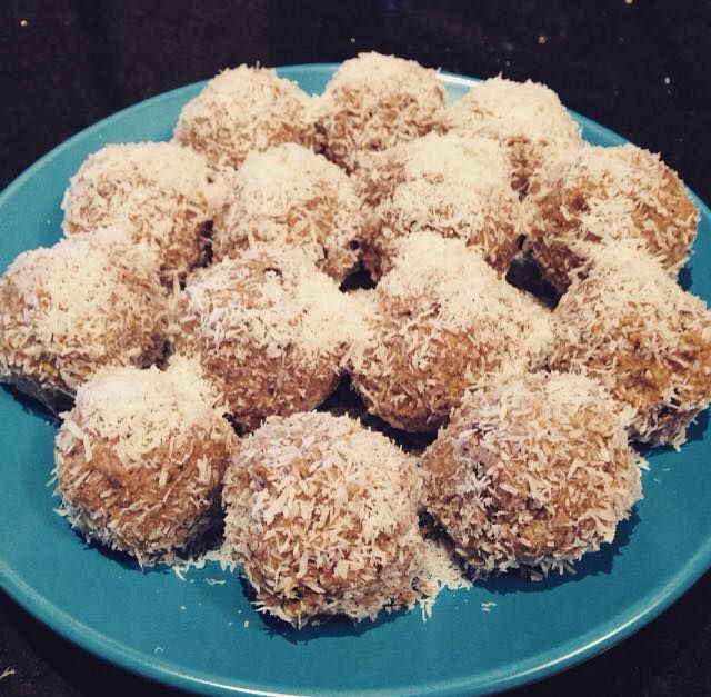This recipe is: vegan,grain, gluten, dairy & refined sugar free, raw & low carb. Either 14 or 28 balls dependent on the size you make Ingredients: 1/2 cup (68 grams) raw cashews 1/2 cup (...