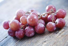 It is believed the grape detox diet can help relieve ailments and reduce weight by cleansing the body and flushing out toxic waste. The grape detox is an eating plan typically used by those who wish to lose weight, become healthier and sometimes as an attempt to eliminate serious illness such as cancer and lung disease.