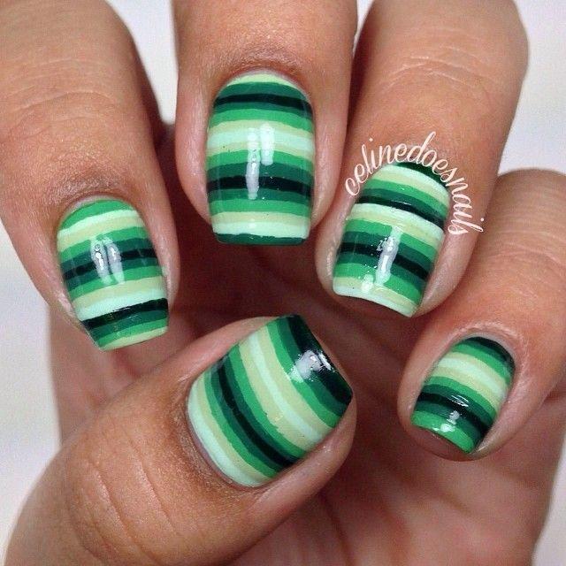 Uñas rayadas verdes :)