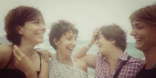 Les femmes turques sourient pour protester Le Monde