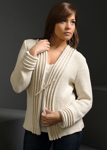 Plissado guarnição Jacket Knitting Pattern e mais padrões jaqueta e casaco de tricô em http://intheloopknitting.com/jacket-and-coat-knitting-patterns/