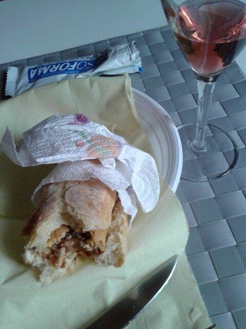 3. Day4.- Alternative Rosè wine #vino I; 100ml 88k.7/6sugar.1protein. Appetizer of my #G#brunch h1PM XX @ ATHOME bardolino (LO). #Rosa#rosso _》♡《 #crostini#parmesan parmigiano DOP - Lunch; #maisbread#finally 50gr & 20 gr pfbar I; 20carb.15sugar.3fiber.5protein.2fat.220k tot. #toast#bread#slice#mono#monoporzione#gris #porcionsini#mikado#pinkyellowbrown#worms#caramelline #sugar#candy I; 5gr. 30K.1carb.2sugar.0,8fat.0,3protein…