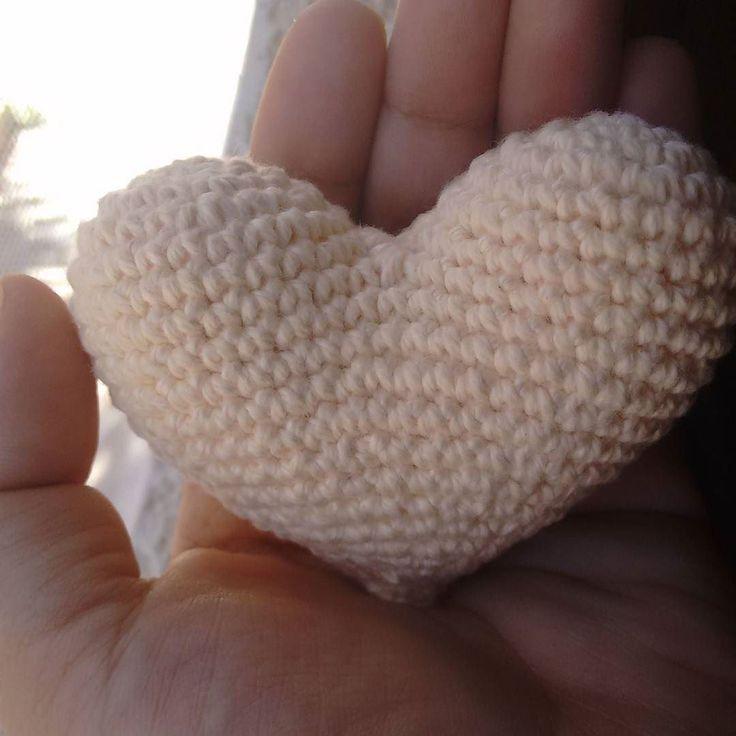 #Coração  sabor creme pra encher o dia de #fofura. . .  #amigurumi  #bichinhosdecrochet  #crochetart #croche #babyboy #artesanato #tudoparaseubebe #babygirl #coisasdemae #comprodequemfaz #encomendas #lembrancinhas #chadebebe #festainfantil #decoracao #artesanatobrasil #feitoamão #amigurumidoll #amigurumitoy #crochetdoll #crochettoy #amigurumiaddict #yarn  #newbornphotography #newborn