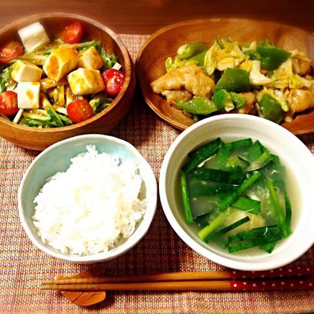 旦那さんの好物の回鍋肉に合わせて、中華メニューにしました☆ニラ卵スープ・棒棒鶏風サラダです。サラダはササミが無くて豆腐のせたんですが(もはや棒棒鶏では無い)、さっぱり美味しかったー! - 15件のもぐもぐ - 今日は中華風〜\(^o^)/ by decocake