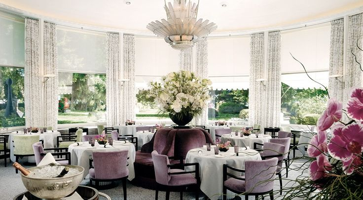 Baur Au Lac, Zurich. Luxury business hotel with contemporary rooms, exceptional service and fine dining. Near lake, shopping & financial district. International