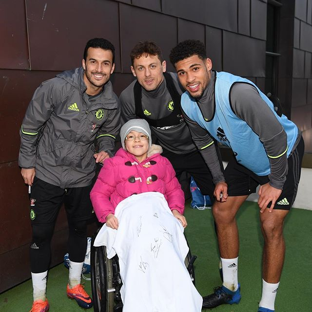 @chelseafc: @_pedro17_  Nemanja Matic and @rubey_lcheek meeting a young Blue from the Chel