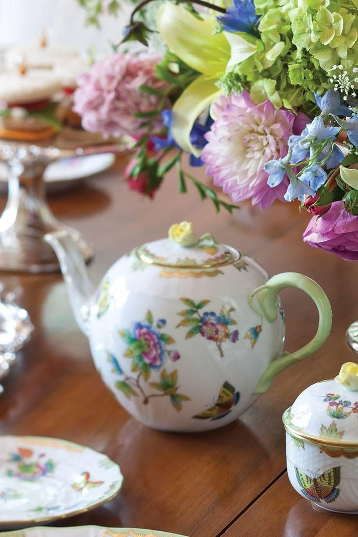 We love this Herend Queen Victoria teapot so much, we've featured it on more than one #TeaTime cover #TeapotTuesday pic.twitter.com/1TjAdneOfD