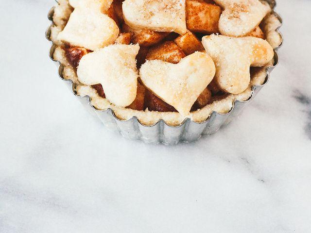 ... single serving deep dish apple pie ...